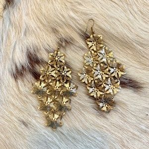 Jewelry - Gorgeous Gold Flower Statement Earrings!